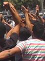 """طلاب الثانوية يقطعون شارع قصر العينى.. وقوات الأمن تطلق """"الغاز"""""""