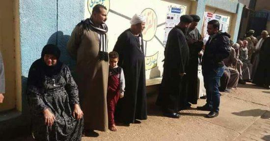 حب الوطن من الإيمان قساوسة بنى سويف يرشدون كبار السن أمام اللجان